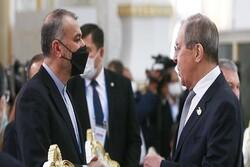 İran ve Rusya dışişleri bakanları telefonda görüştü