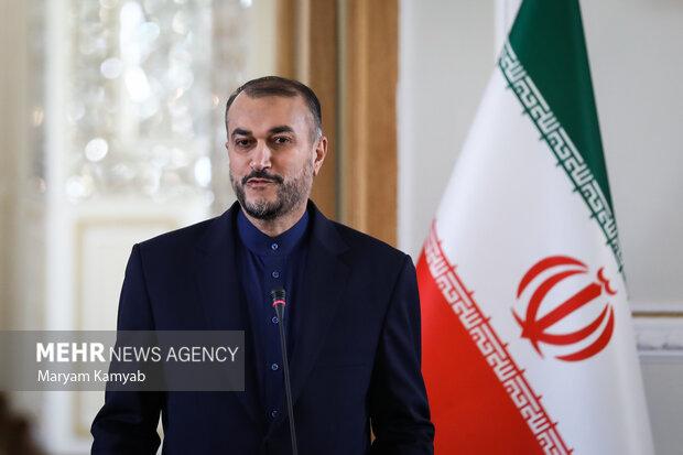 حسین امیر عبدالهیان وزیر امور خارجه ایران در نشست خبری با وزیر امور خارجه ارمنستان حضور دارد