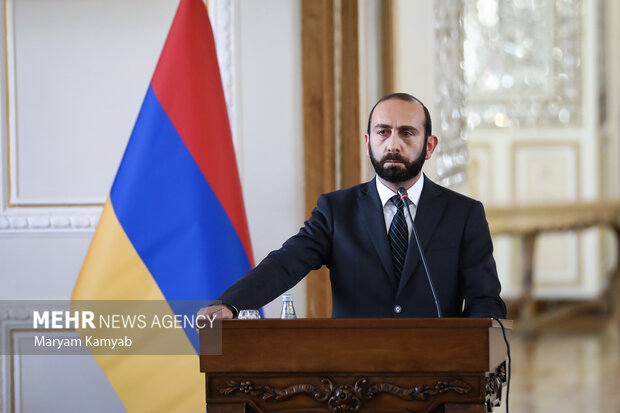 آرارات میرزویان وزیر خارجه ارمنستان در نشست خبری با وزیر امور خارجه ایران حضور دارد