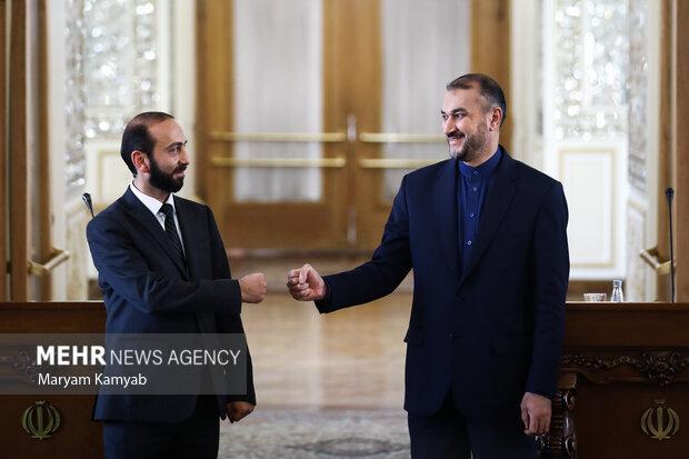 آرارات میرزویان وزیر خارجه ارمنستان با حسین امیرعبدالهیان وزیر امور خارجه کشورمان در محل وزارت امور خارجه دیدار کرد