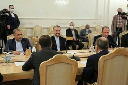 İran ve Rus dışişleri bakanları Moskova'da bir araya geldi