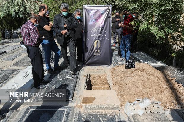 مراسم تشییع و خاکسپاری فتحعلی اویسی بازیگر سینما و تلویزیون در قطعه هنرمندان بهشت زهرا برگزار شد