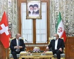 رئيس المجلس الوطني السويسري يلتقي رئيس مجلس الشورى الاسلامي الايراني