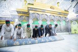 حضرت امام حسین (ع)کی ضریح مطہر سے غبار صاف کرنے کی تقریب منعقد