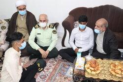 دیدار وزیر کشور با خانواده شهید «حسین احمدی طیفکانی»