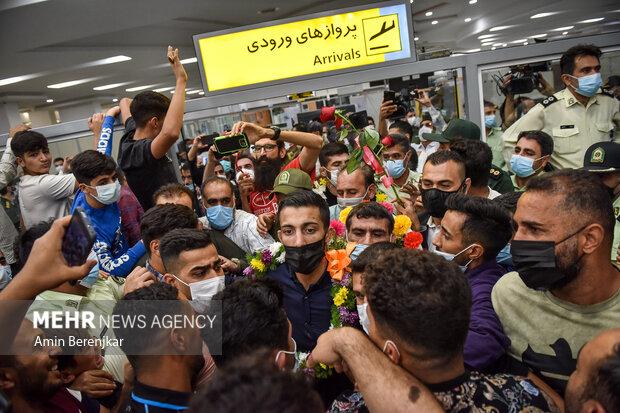 استقبال از افتخار آفرینان کشتی در فرودگاه شیراز