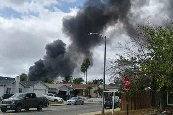 سقوط هواپیما در یک منطقه مسکونی در کالیفرنیا آمریکا