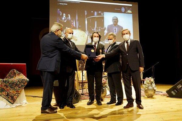 """Türk akademisyen """"İran Uluslararası Hafız Nişanı""""na layık görüldü"""