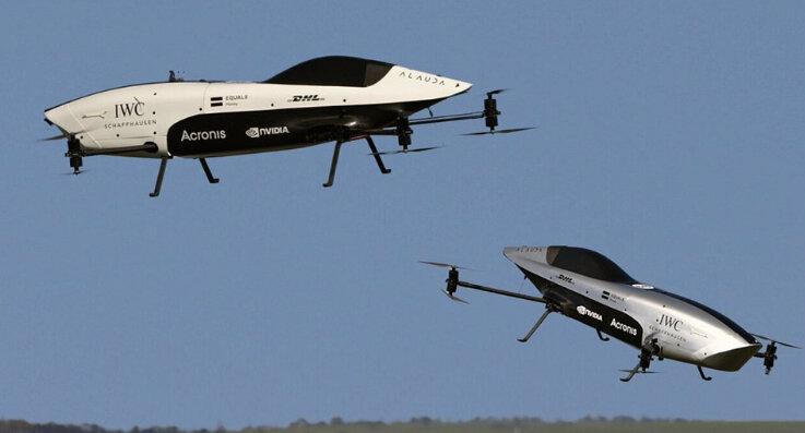 پرواز آزمایشی همزمان دو خودروی پرنده انجام شد