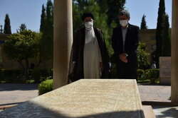 Raeisi visits Tomb of Hafez Shirazi