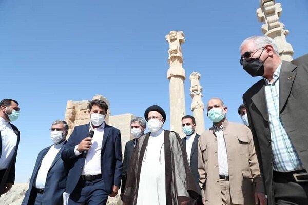 Cumhurbaşkanı Reisi'den Persepolis Antik Kenti'ne ziyaret