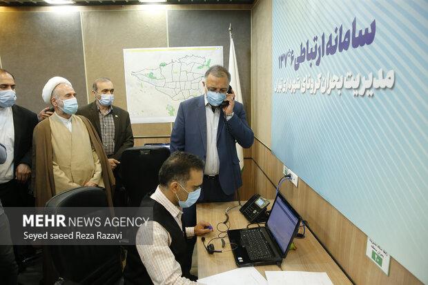 علیرضا زاکانی شهردار تهران در حال پاسخگویی به یکی از شهروندان تهرانی در سامانه 137 است