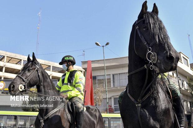 یگان ویژه اسب سوار در میدان شاه عبدالعظیم (ع) حاضر هستند .