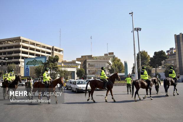 رژه یگان اسب سوار در خیابان فدائیان اسلام حدفاصل امام زاده عبدالله (ع) تا حرم حضرت عبدالعظیم حسنی (ع)