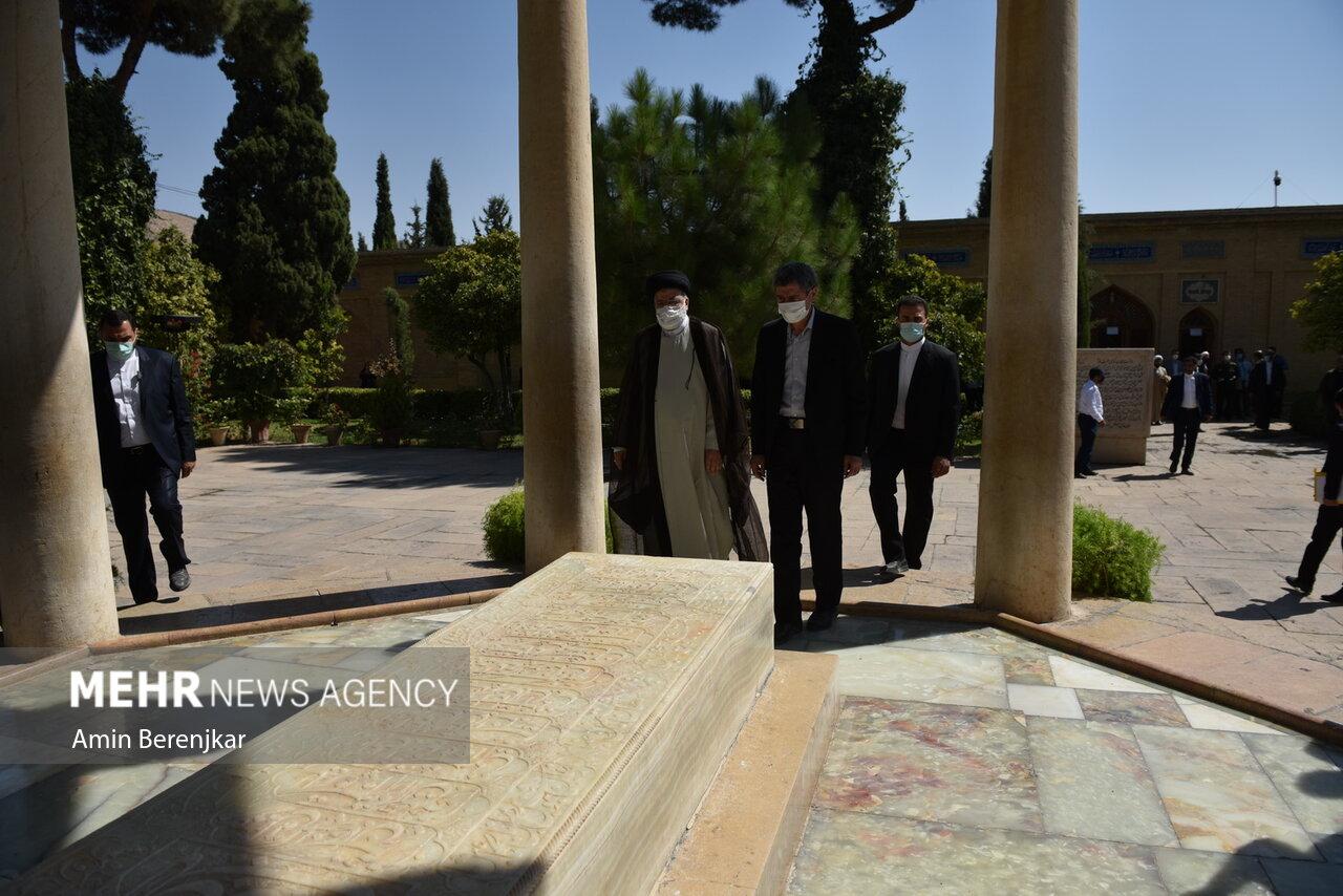 حضور آیت الله رئیسی در آرامگاه حافظ شیرازی