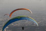 Tahran'da paraşüt heyecanı