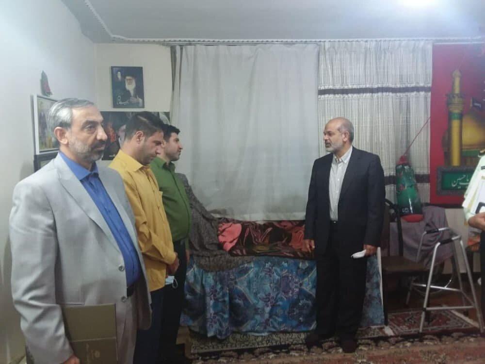 وزیر کشور به دیدار خانواره شهید سیدنژاد رفت