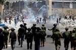 قوات الاحتلال تقمع شبان بالرصاص وقنابل الصوت في القدس