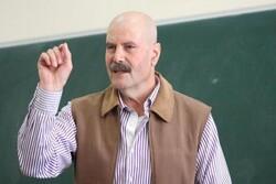 """قوات الاحتلال تعتقل الكاتب والمناضل """" أحمد قطامش"""" من منزل عائلته بالبيرة"""