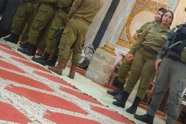 نیروهای اشغالگر با کفش وارد مسجد ابراهیمی شدند