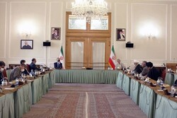 Iran FM meets with a group of pro-Palestinian activists