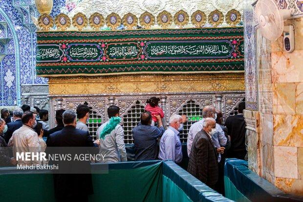 دسترسی زائران به ضریح حضرت معصومه(س)