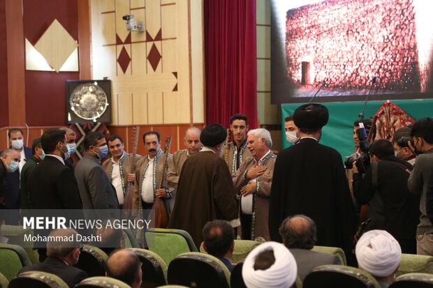 دیدار رئیس جمهور بانخبگان، علما، خانواده شهدا و ایثارگران اردبیل