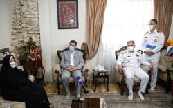 دریادار ایرانی با خانوادههای شهدا و جانبازان اهل تسنن دیدار کرد