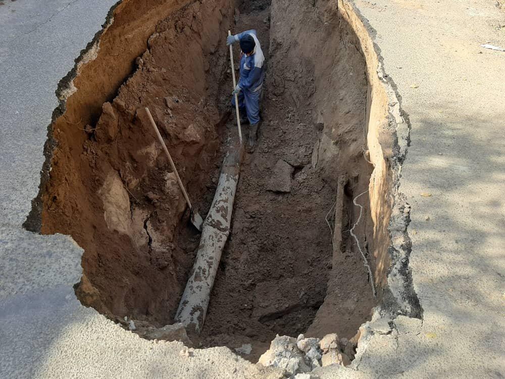 نشست زمین به تاسیسات آب و فاضلاب نائین خسارت زد