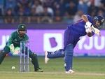 دبئی میں ٹی ٹوئنٹی ورلڈکپ میں بھارت نے پاکستان کو جیت کے لیے 152 رنز کا ہدف دیدیا