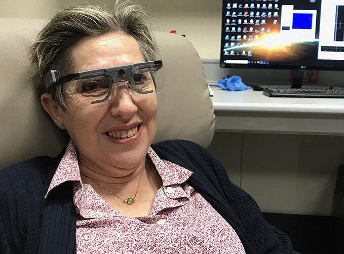 ایمپلنت کوچک بینایی را به یک معلم نابینا برگرداند