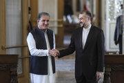 تہران میں ایران اور پاکستان کے وزراء خارجہ کی ملاقات