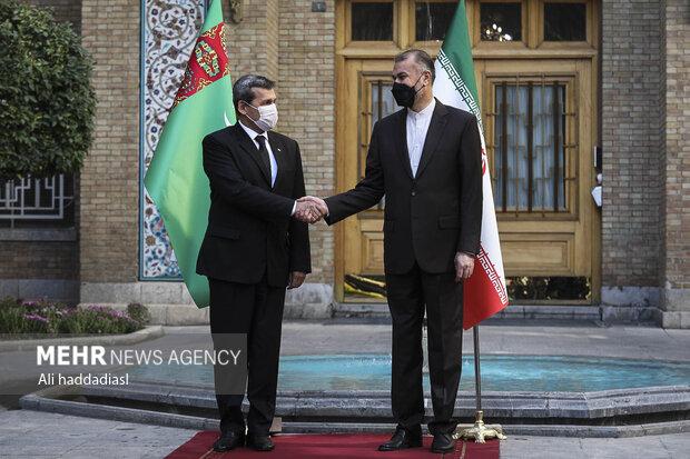 İran ile Türkmenistan Dışişleri Bakanları Tahran'da görüştü