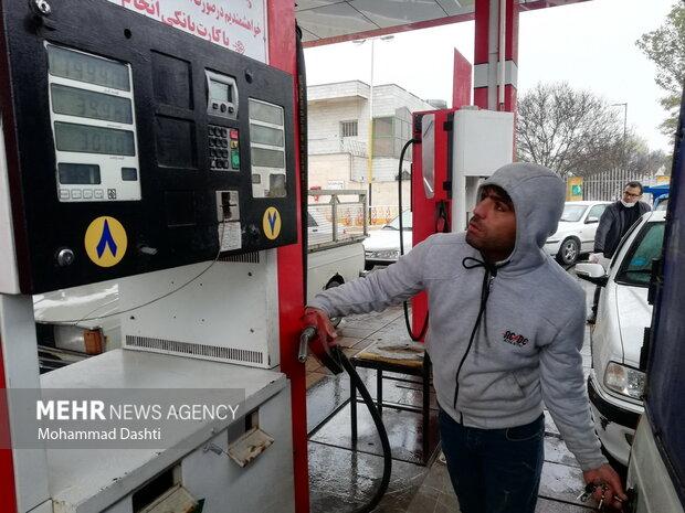 وضعیت پمپ های بنزین اردبیل و یزد  بعد از اختلال در توزیع سوخت