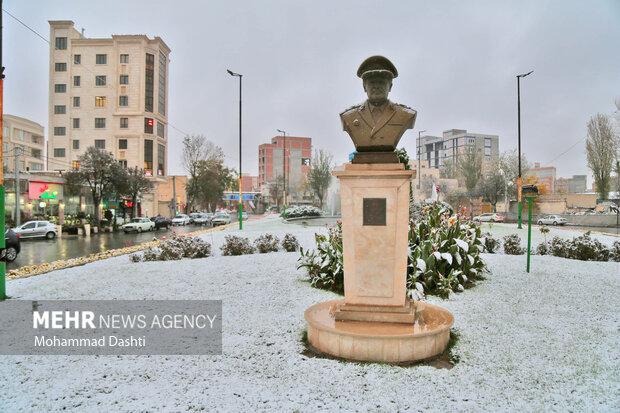 Erdebil'de sonbaharın ilk karı düştü