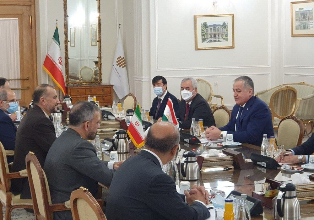 نشست مشترک وزرای امور خارجه ایران و تاجیکستان برگزار شد