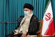 رہبر معظم انقلاب اسلامی سے صوبہ زنجان کے شہدائےکی یاد منانے والے اہلکاروں کی ملاقات