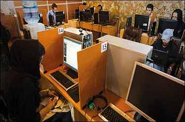 60 درصد ایرانیها از اینترنت استفاده میکنند/ جدول گروه سنی کاربران اینترنت