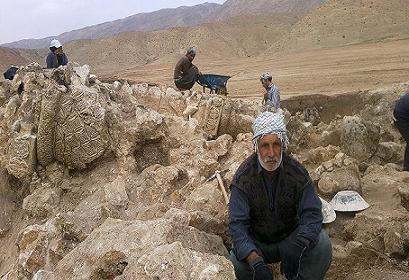 تصاویر بنای تاریخی که از زیر آب بیرون کشیده شد/ راز سر به مهر کتیبه های ساسانی