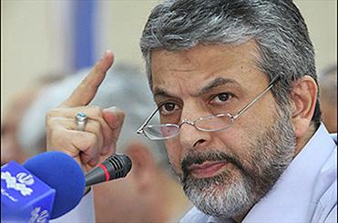 ناراحتی احمدی نژاد از رسانه ای شدن نامه برکناری روسای دانشگاه/ اوامر صادره اجرا میشود