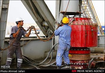 99 درصد نيروهاي شرکت بهره برداری نفت و گاز کارون بومي هستند