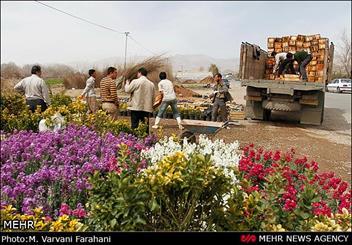 محلات؛ مینیاتور آثار باستانی در میان گلهای رنگارنگ و چشمه های جوشان