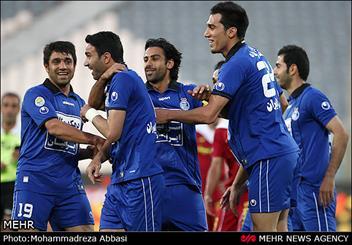 دیدار تیمهای فوتبال استقلال تهران و گهر درود