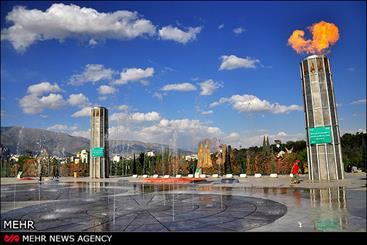 همنشینی هنرمندان و مردم برای لبخند صلواتی در بوستان حضرت ابراهیم(ع)