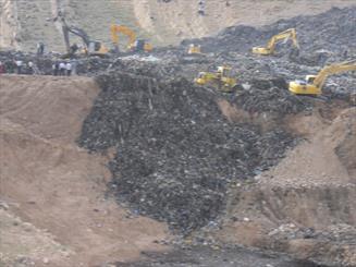 هفت جسد حادثه سايت دفن زباله شيراز به پزشكي قانوني منتقل شد