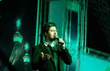 """حامد زمانی در """"بر آستان جانان"""" هنر نمایی کرد/ خانواده شهید امید عباسی تقدیر شدند"""