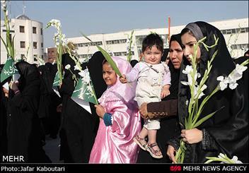 """مراسم تقديم الزهور لمرقد الإمام """"الرضا"""""""