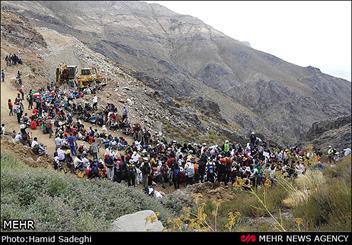 صعود سراسری و زنجیره انسانی برای نجات کوه شاه
