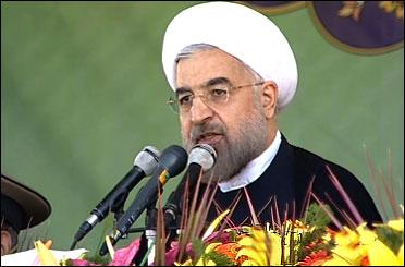 هیچ ملتی جنگ و دیپلماسی را بر روی یک میز نمی پذیرد/ غرب باید حق غنیسازی در خاک ایران را بپذیرد