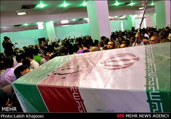 پیکر پاک و مطهر ۳ شهید تازه تفحص شده وارد شیراز شد